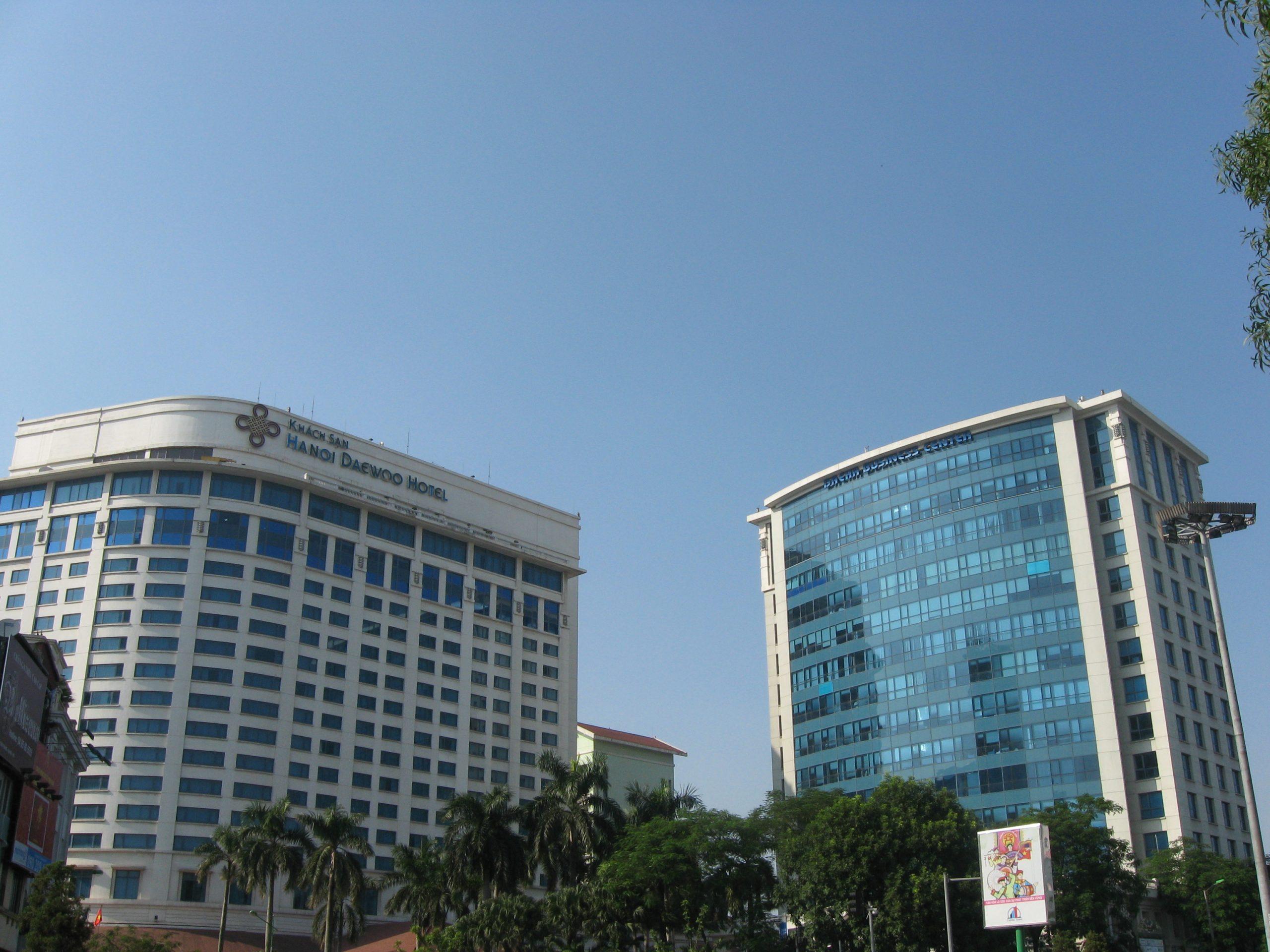 bên ngoài khách sạn Daewoo