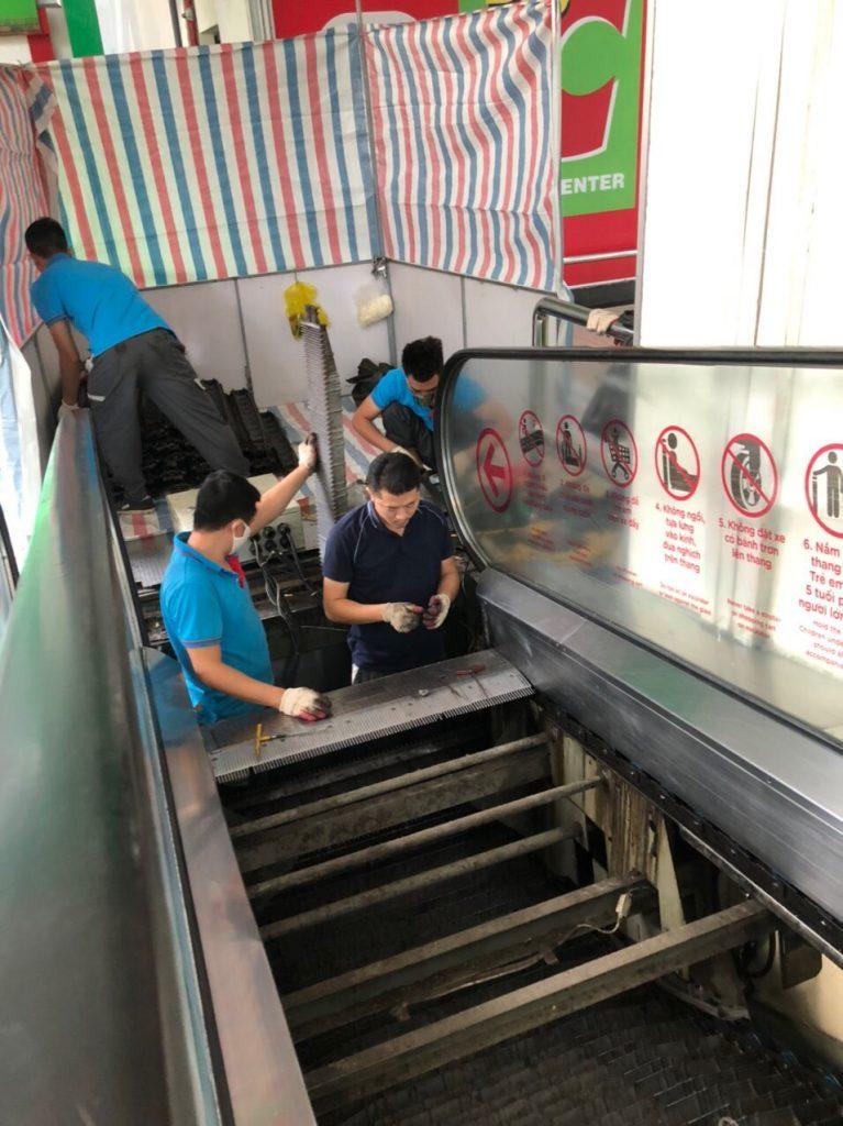 đội ngũ bảo hành thang máy tại hiện trường